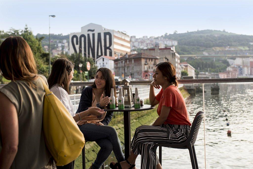 El Cargadero de Bilbao - Primera terraza sobre la Ría de Bilbao