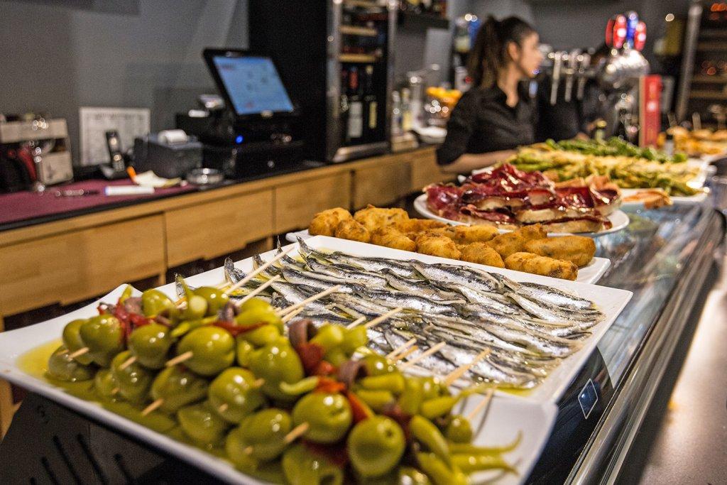 Bar Restaurante Capricho - Pintxos, raciones, jamón a cuchillo, vinos... Bilbao