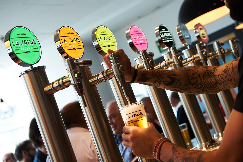 Inauguración Bar Restaurante Cervezas La Salve en el Teatro Campos