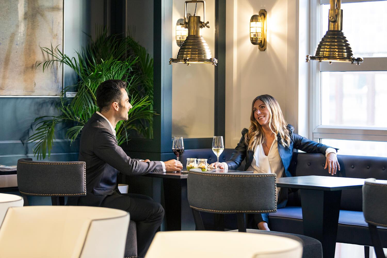 Bar del Hotel Mercure Bilbao Jardines de Albia