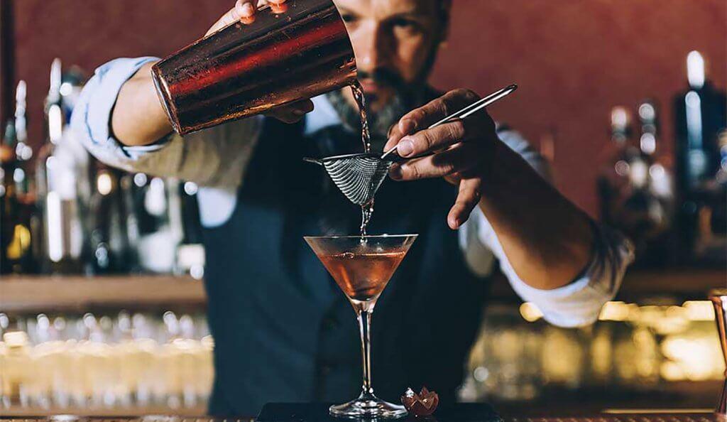 Barman cocktails