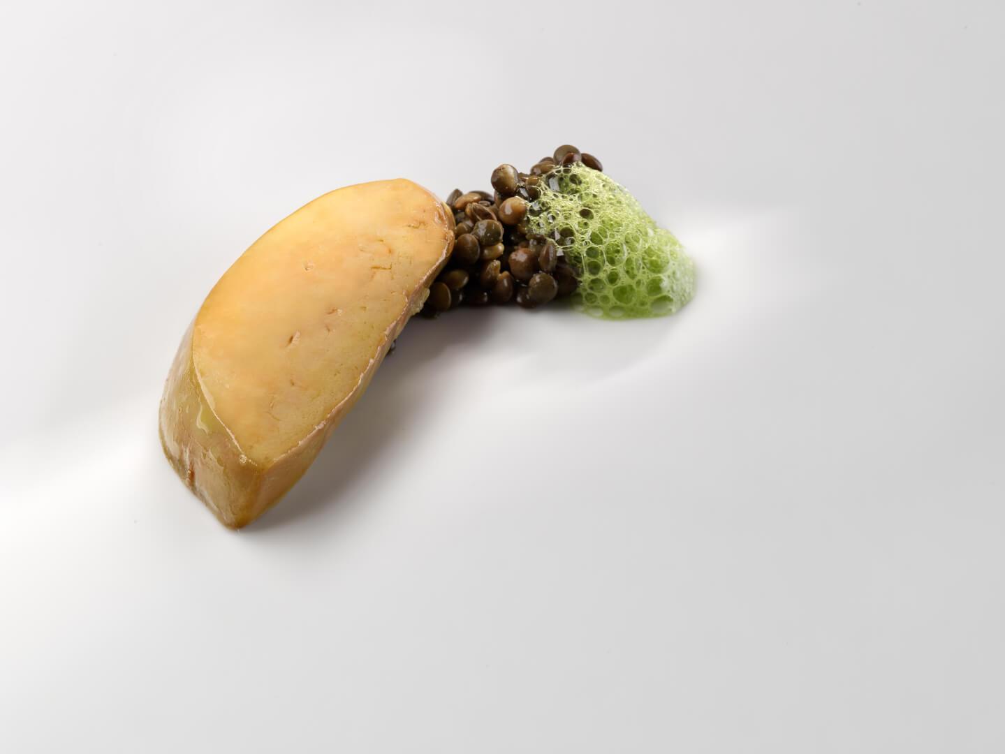 Foie, lenteja verdina y acelga (Foto: José Luis López de Zubiria)