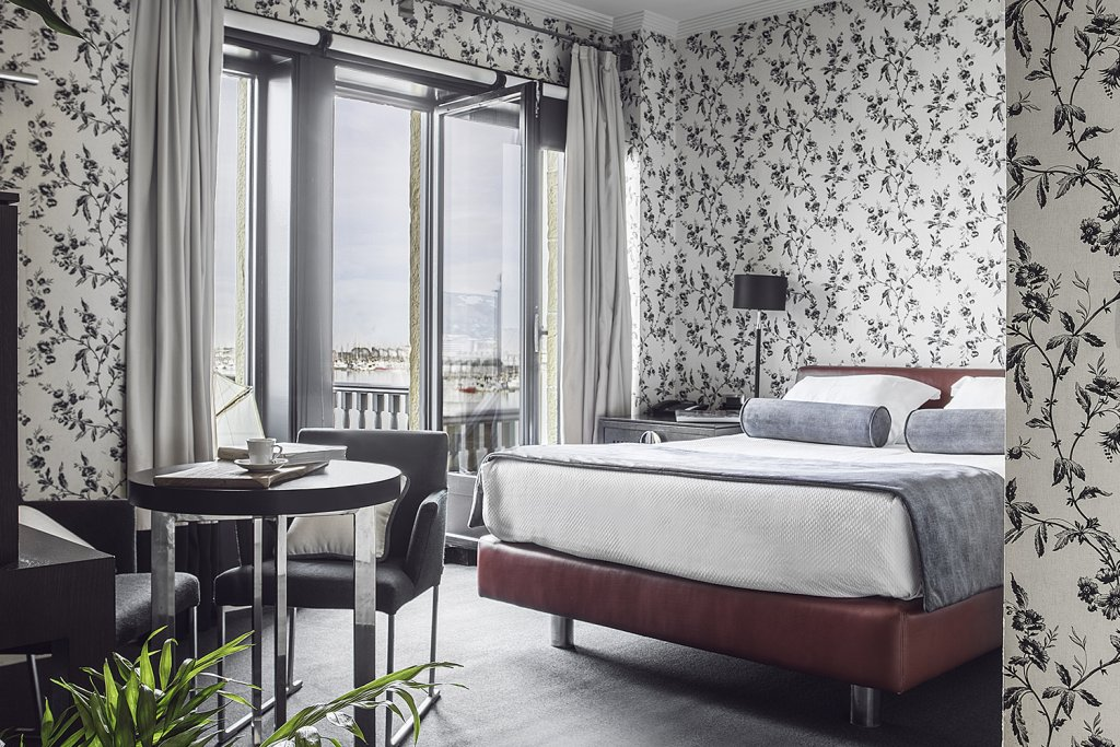 hotel embarcadero is a renovated old Basque house in a French chateaux style Bilbao - Hotel Embarcadero Getxo
