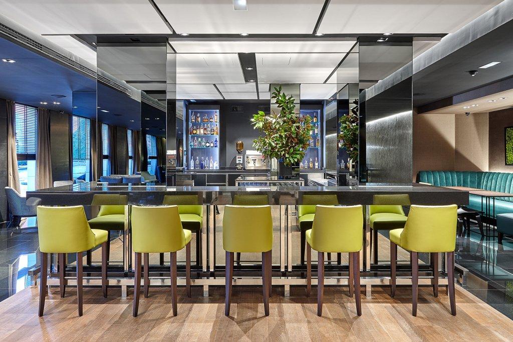 Sixty One - El Bar del Gran Hotel Domine Bilbao, coctelería y snacks.