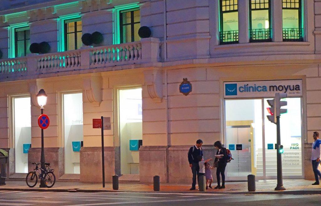 Clinica Moyua - Implantología y estética dental en Bilbao