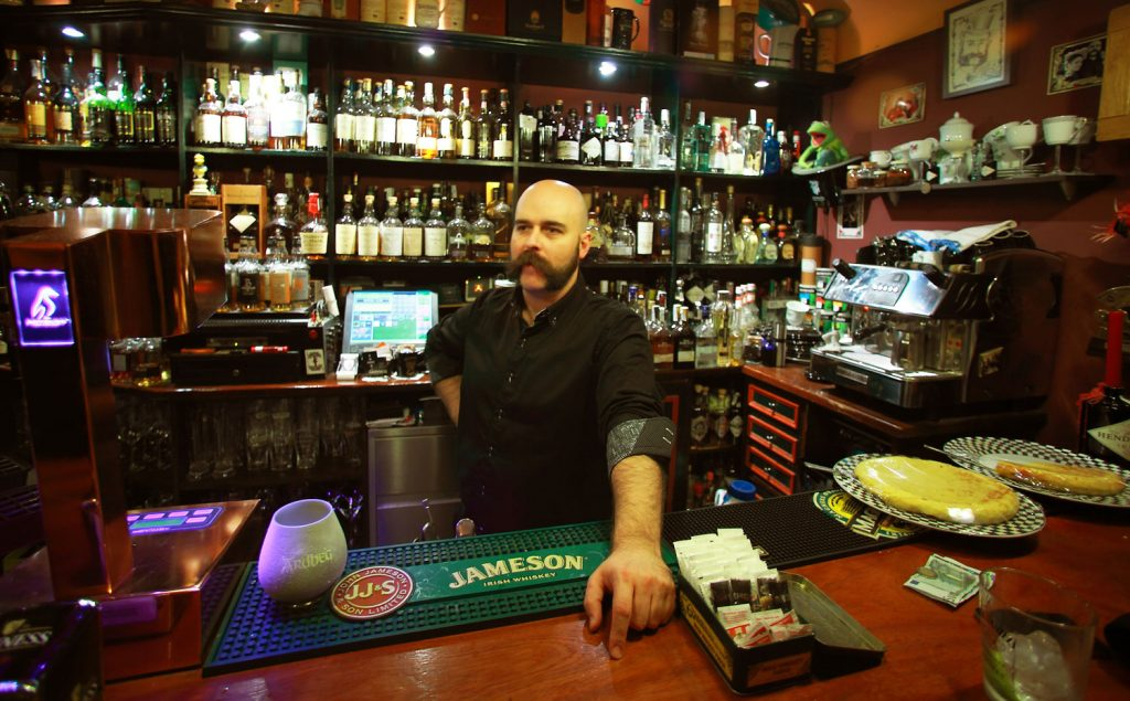 Residence - Coctelería, bar y buena música en directo. Bilbao