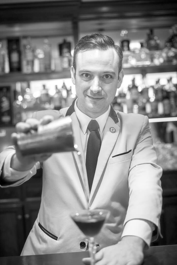 Fran Ceacero, Head Bartender en Gin Fizz Bar-School y formador del Radical Bartending Shool Bilbao,
