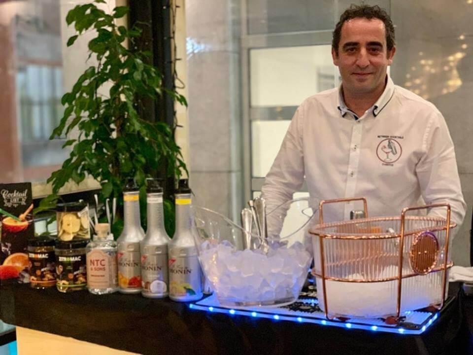 Jose Escuredo, Between Cocktails