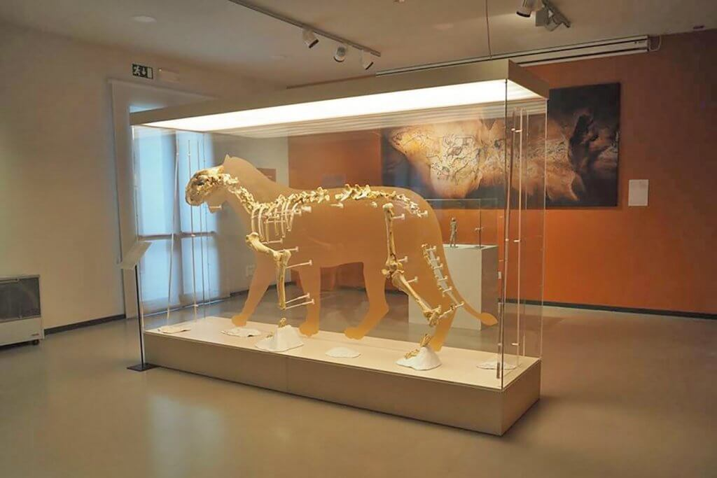 The Archaeological Museum of Bilbao shows the history of Bizkaia through the traces left by its inhabitants from prehistoric to recent times. - Museo Arqueológico de Bilbao