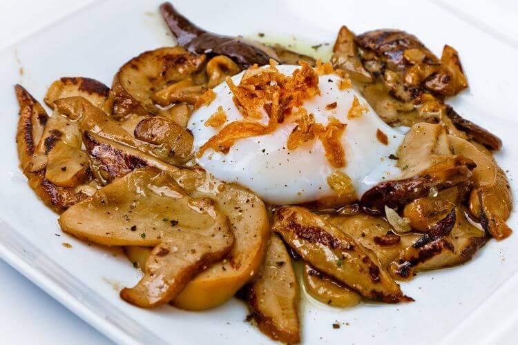 Hongos asados con huevo a baja temperatura - Restaurante Zarate Bilbao