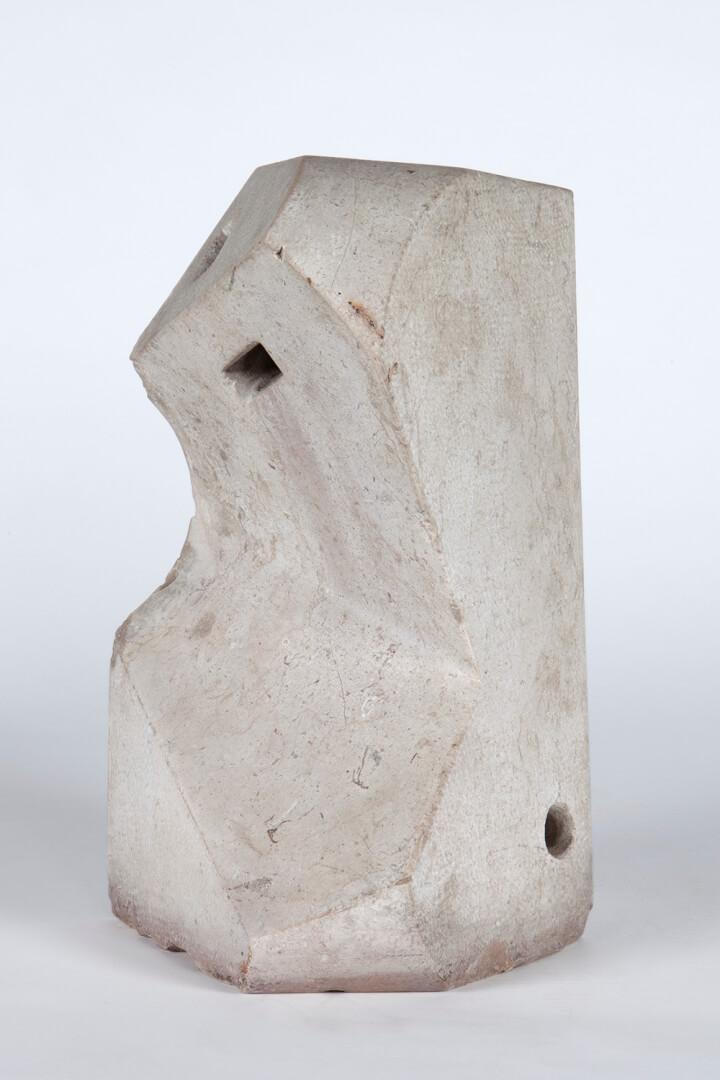 Jorge Oteiza (Orio, Gipuzkoa, 1908- San Sebastián, 2003) Sólido abierto con módulos de luz, 1956 Piedra caliza Museo Universidad de Navarra