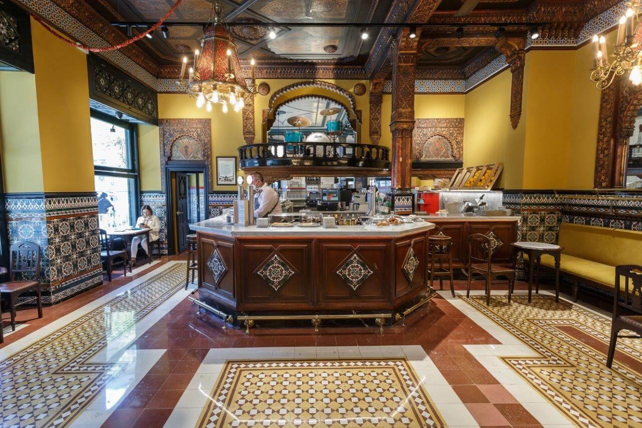 Desde 1903 es parte del patrimonio artístico y sentimental de todos los bilbaínos: El Café Iruña