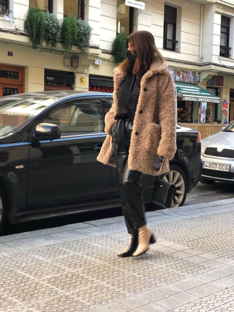 """Abrigo de pelo rizado """"corderito falso"""" marca MKT, de AMBALI (García Rivero 6, Bilbao) 235€"""