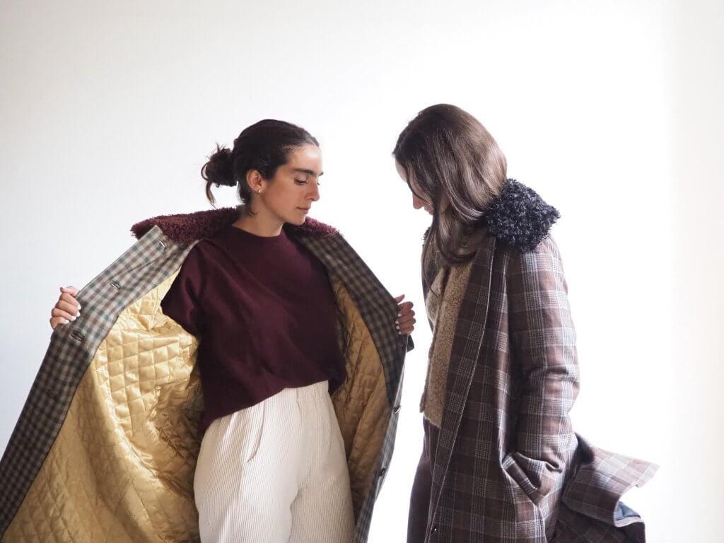 Dos opciones de color del abrigo Momoni, de ämmä store, (Plaza Santiago s/n. Casco Viejo de Bilbao). 575€