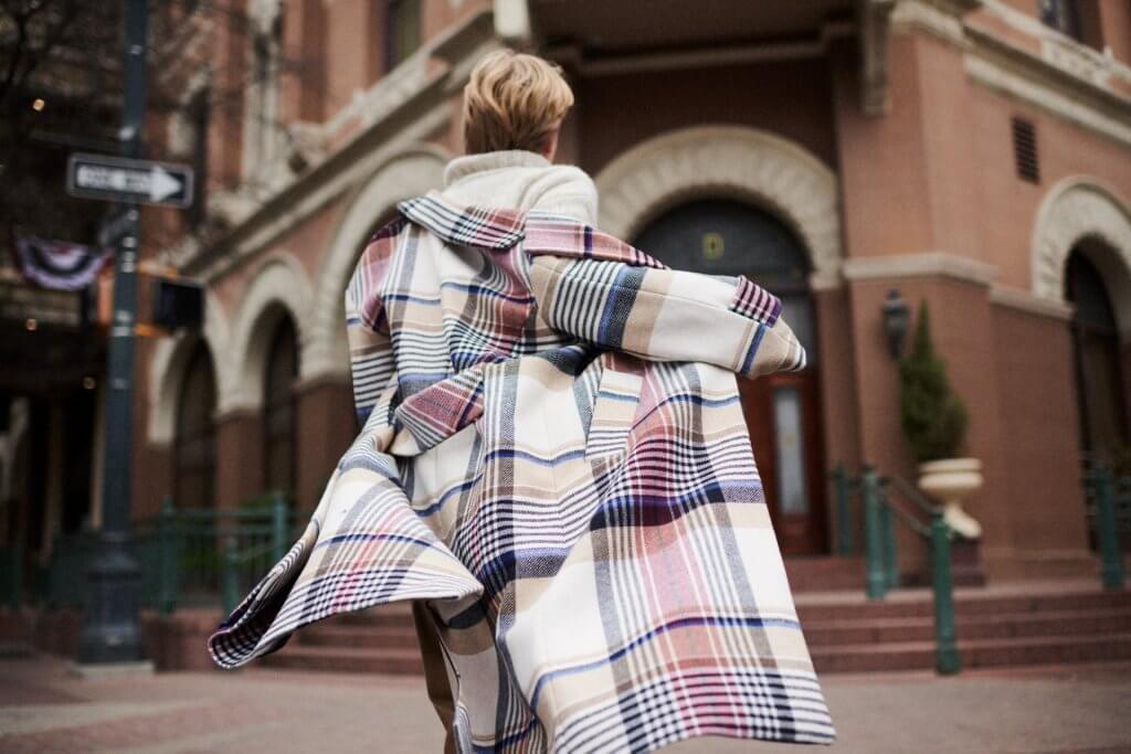 Abrigo de lana oversize con cuadro grande, de GANT (Colón de Larreátegui 35, Bilbao) 479€