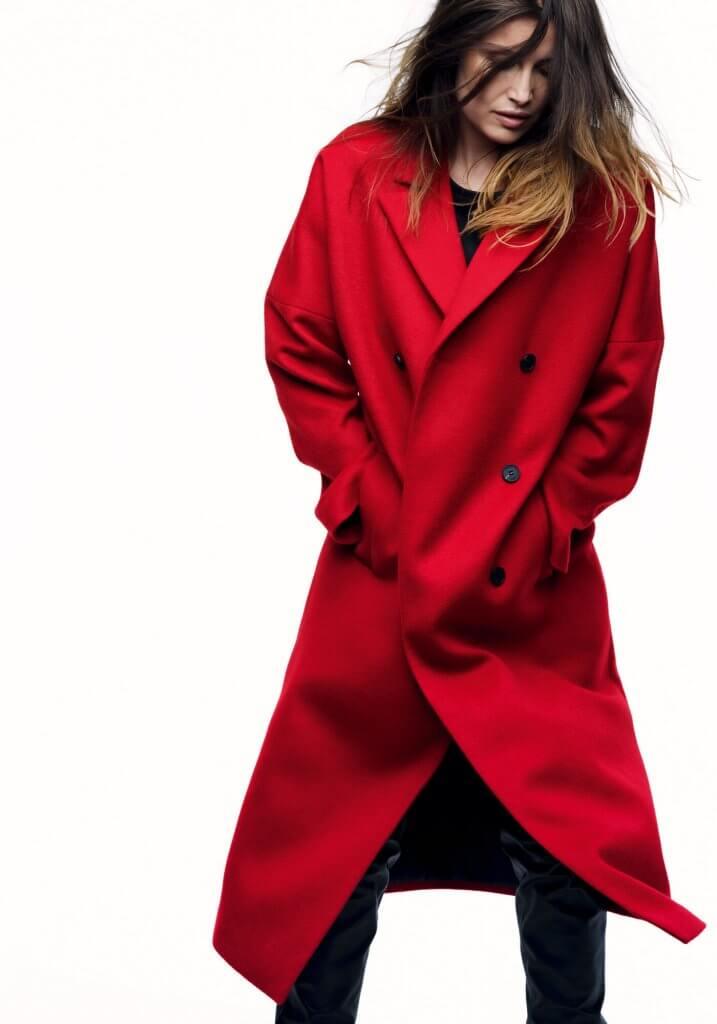 Abrigo largo rojo, confeccionado en lana mayoritaria, de IKKS (Rodriguez Arias 31, Bilbao y C.C. Artea) 375€
