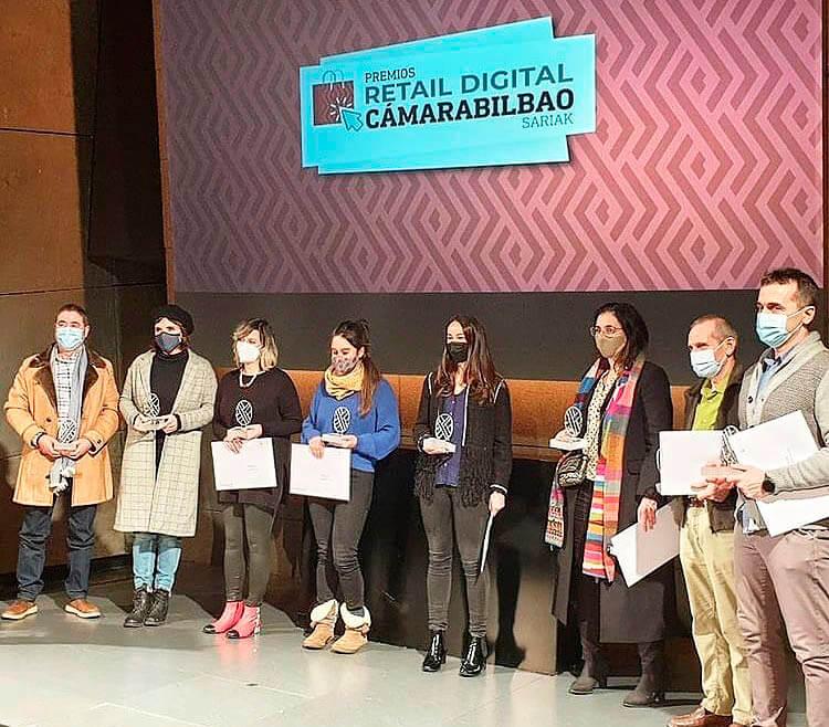 Los distintos premiados en los Premios Retail Digital Cámara Bilbao 2020/21 en el Azkuna Zentroa de Bilbao.