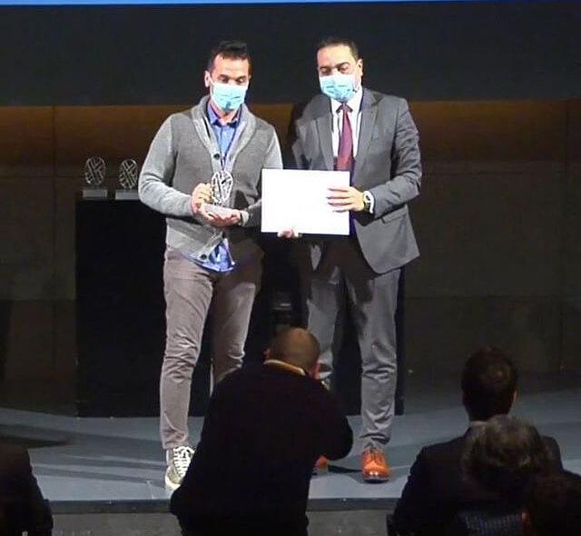 Alvaro García, gerente de GARCÍA MOTOS, recibe el premio a la Mejor Web de Comercio electrónico