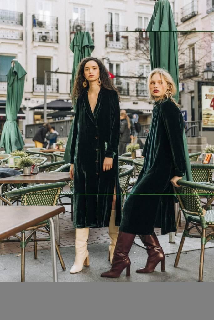Triana by C (Rodriguez Arias, 39) Abrigo-vestido terciopelo esmeralda ANTES 289.00 € AHORA 144.50 € Vestido terciopelo esmeralda ANTES 279.00 € AHORA 139.50 €