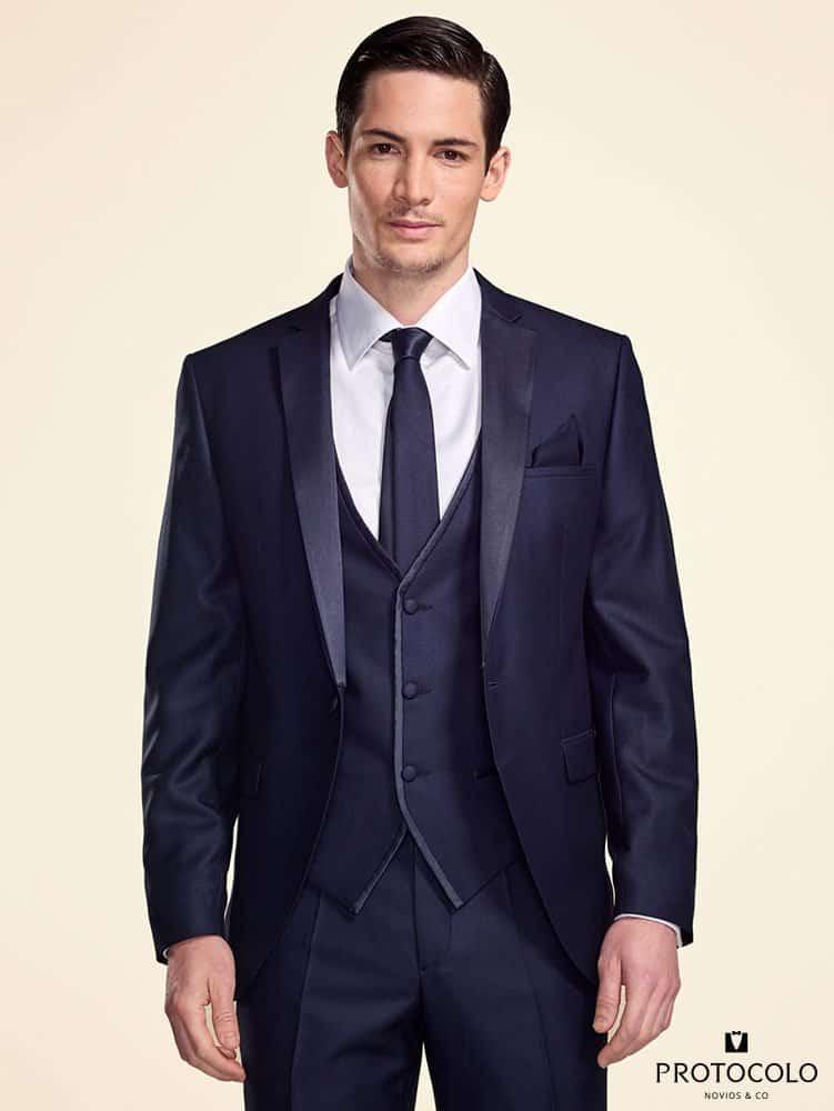 Protocolo. Firma especializada en trajes de novio en Bilbao.