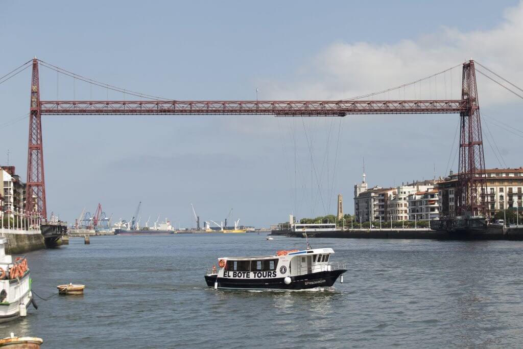 El bote y el Puente Bizkaia