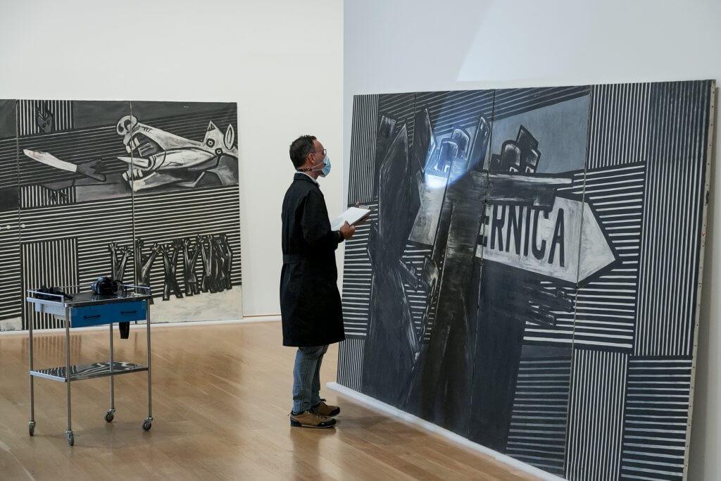 El mural Guernica, de Ibarrola, en el Museo de Bellas Artes de Bilbao