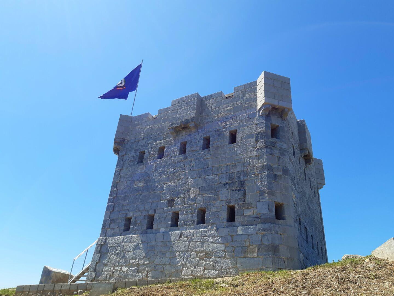el Torreón de la cumbre del Serantes