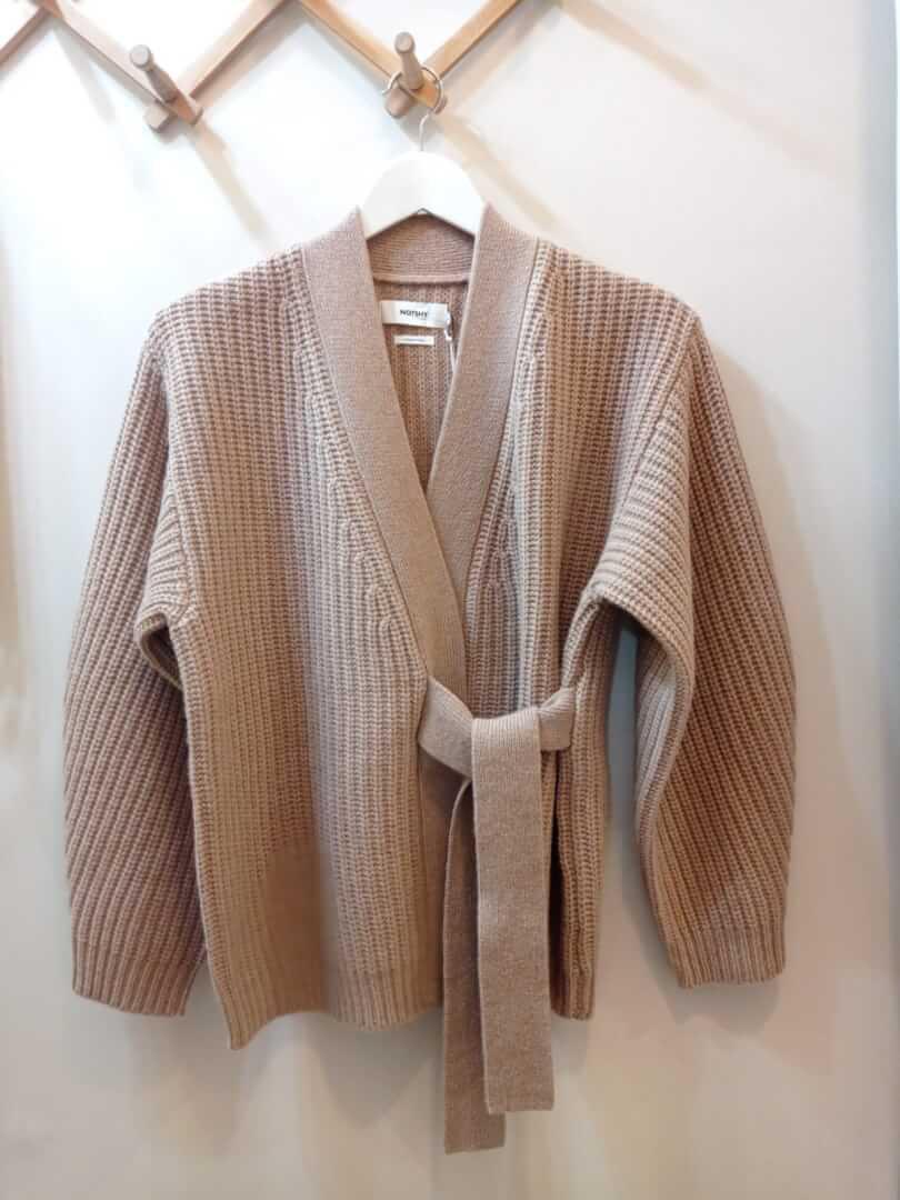 CHANCE (Máximo Aguirre 23, Bilbao) Marca NOT SHY Cárdigan 6 cabos de 100% lana merino - 225€