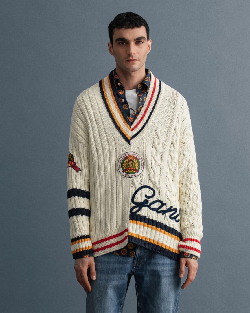 GANT (Colón de Larreátegui 35, Bilbao) jersey de criquet con cuello pico y diseño parcheado-199€